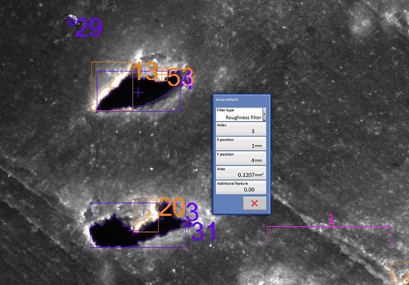 Vergrößerte Darstellung des Schnitts durch ein Plastik Paneel mit einer Fehlstelle. Flächenberechnung durch die Bilderkennung. Anwendung Flächenmikroskop Roboskop von Fa. Robomat
