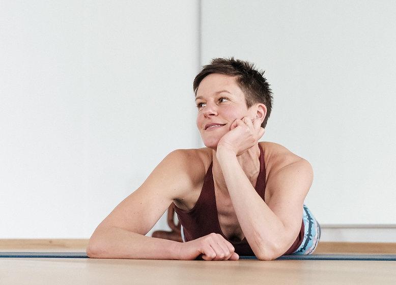 yoga27-nina-by-summerwerk-jan-2021-19_edited_edited_edited_edited_edited.jpg