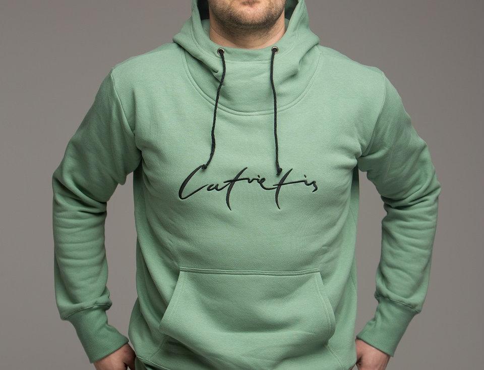 Latvietis - džemperis ar kapuci / krāsa - MILDA