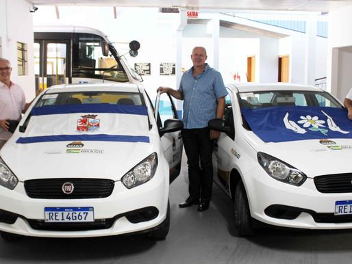 APAE de Pomerode recebe dois veículos 0 km
