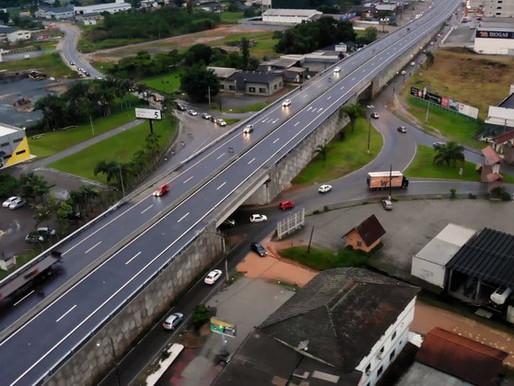 Viaduto de acesso aos municípios de Indaial e Timbó na BR-470/SC é entregue
