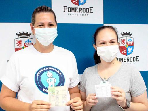 Duas profissionais da saúde receberam as primeiras doses contra a Covid-19
