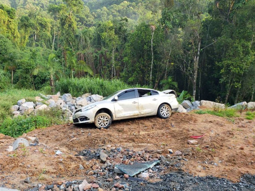 Motorista perde controle do Veículo e cai em barranco na Rua Pomerânia