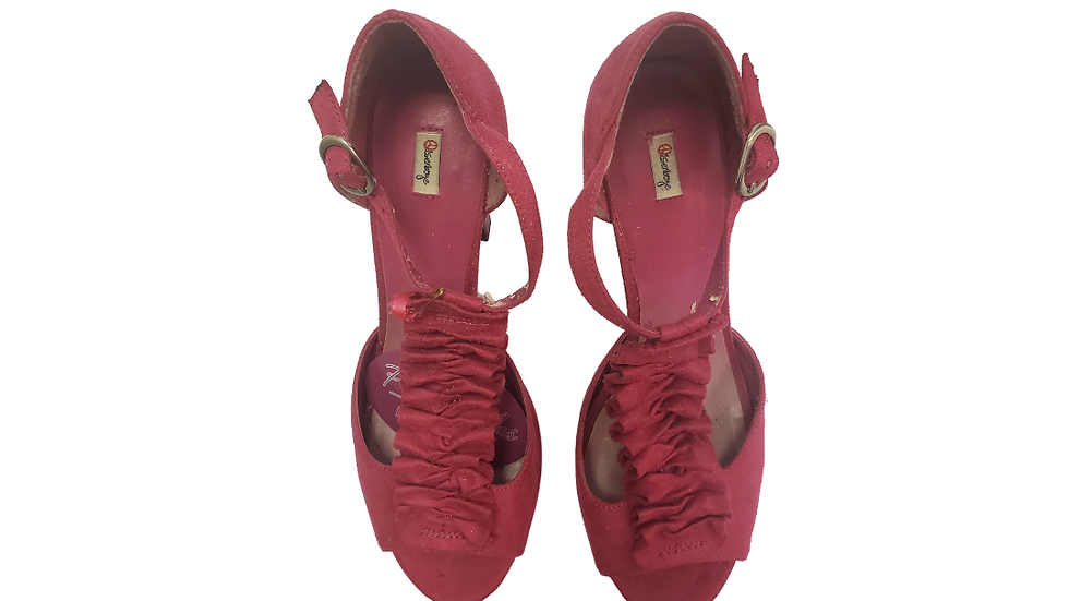 PRE-LOVED 9 1/2 M Olsenboye Pink Ruffle  Shoes