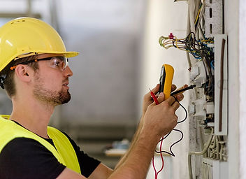 electrician-istock-487018428.jpeg