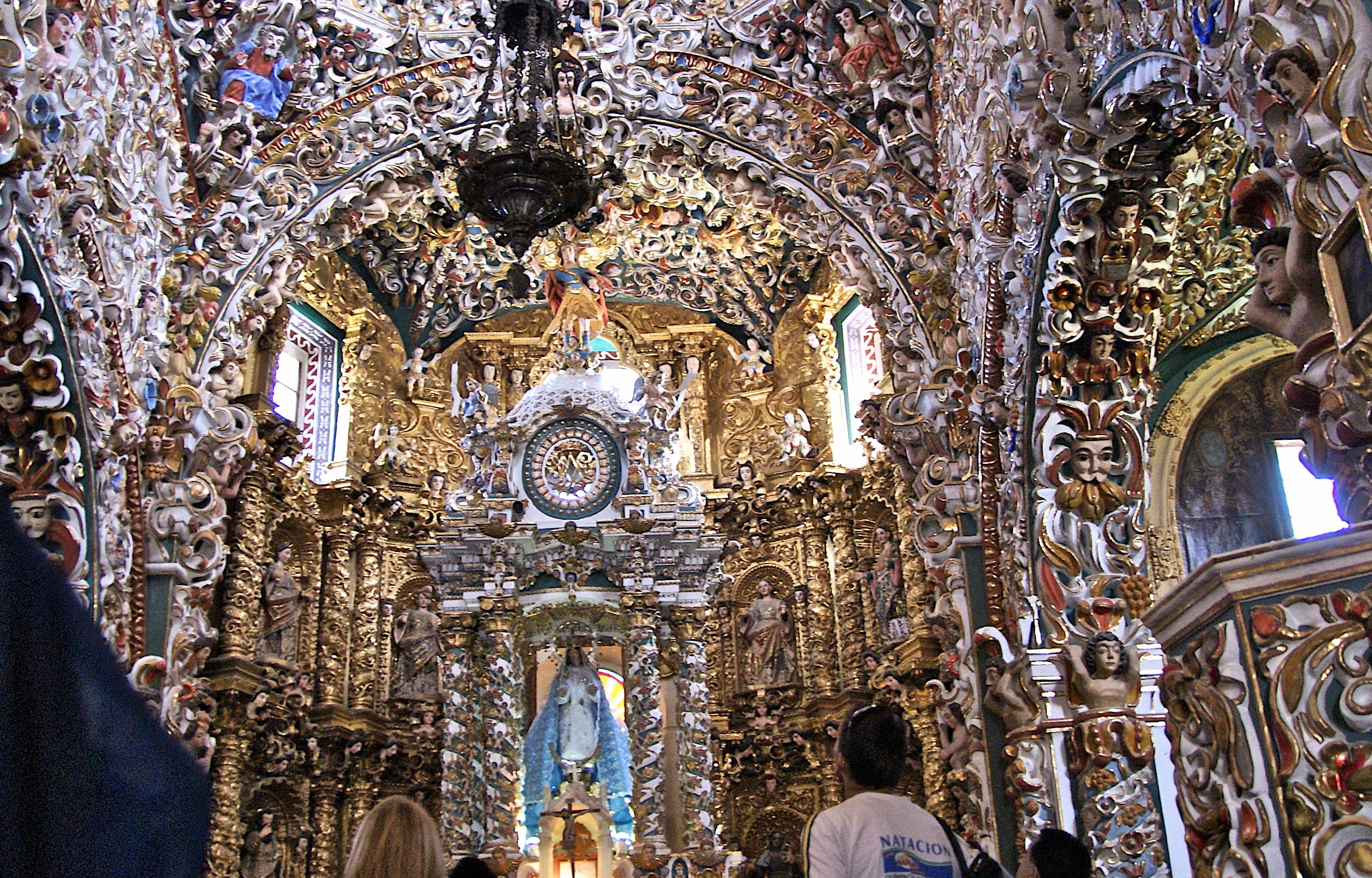 Interior de la iglesia de Tonatzintla.