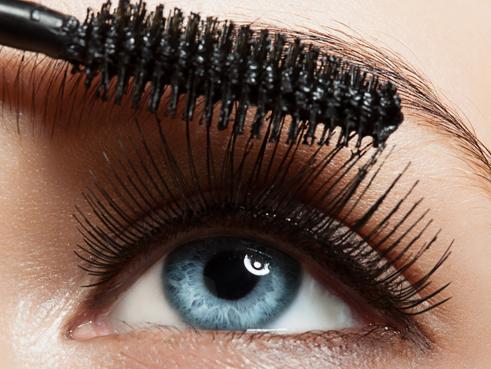 DIY Saphir-Wimperntusche für blaue Augen (oder Variation für grüne und braune Augen)