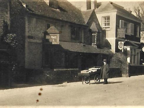 c1935 George Cheal greengrocer.jpg