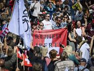 Тысячи протестующих против санитарных ограничений