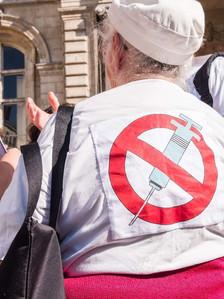 Сколько в Швейцарии человек «в бегах» от вакцины