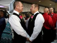 Швейцарский парламент одобрил однополые браки