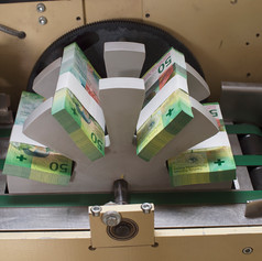 Подготовка пачек банкнот к окончательному контролю
