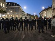 Столкновения между полицией и протестующими в Берне