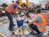 Из Женевского озера «выловили» почти две тонны мусора