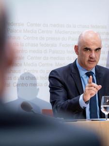 Федеральный совет передумал по поводу 50 франков за вакцинированного
