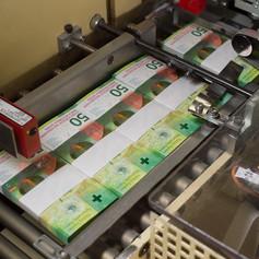 Пачка свежеотпечатанных банкнот номиналом 50 франков