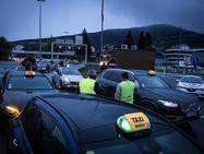Французские такси «затруднили» подъезд к границе со Швейцарией
