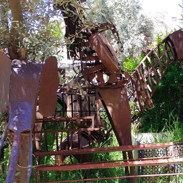 Metal animal sculptures