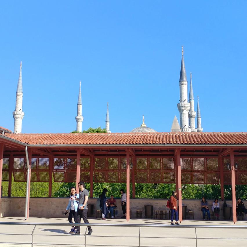 Nuruosmaniye Mosque peaking
