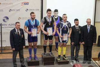 Вес взят: в Петербурге прошли ежегодные соревнования студентов по пауэрлифтингу
