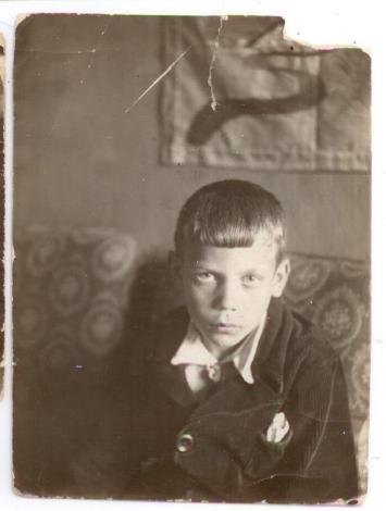 Володя, брат моей мамы,1930
