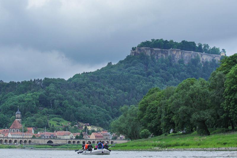 Vorbei an der Festung Königstein
