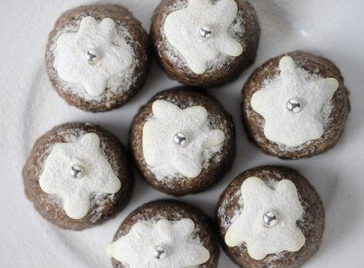 Healthy No-Bake Christmas Puddings