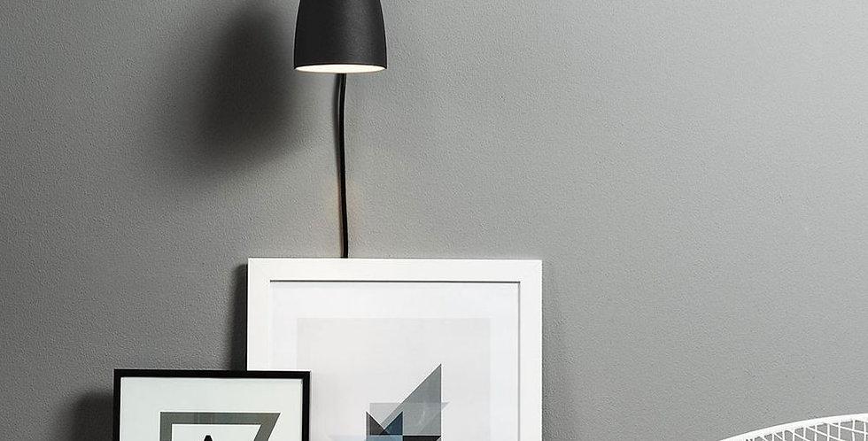 Schlichte und schöne Wandleuchte in weiss, schwarz, geb. Stahl