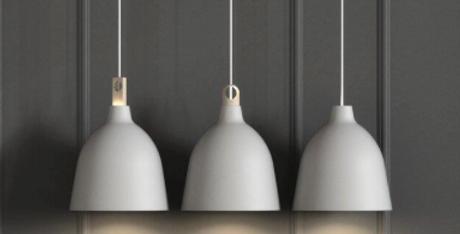 Variable Pendelleuchte aus Metall und Holz in grau oder schwarz