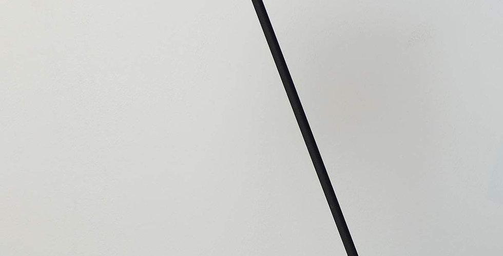 Elegante Tischleuchte in matt schwarz oder weiss