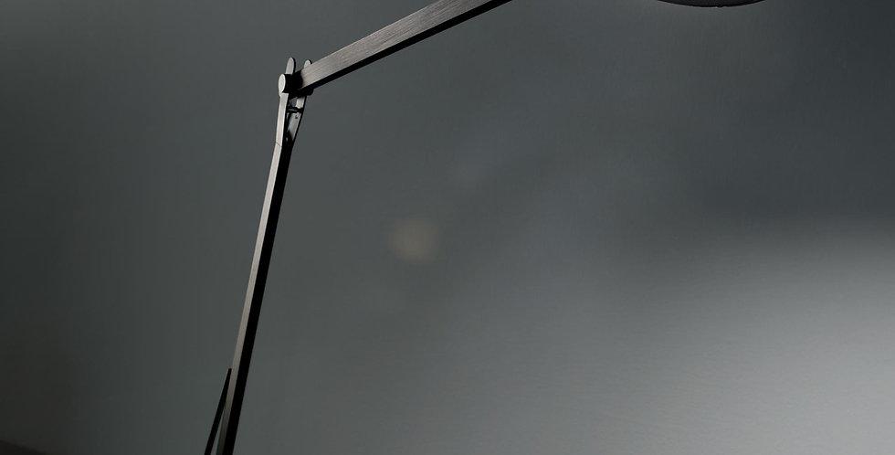 Schreibtischleuchte in schwarz oder aluminium matt