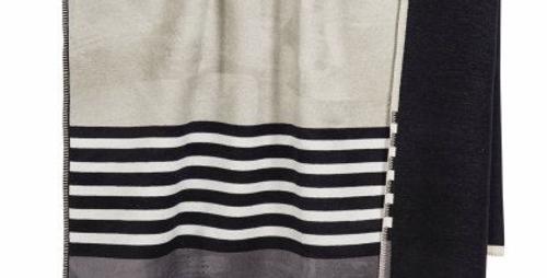 Kuschelige hochwertige Decke - grau gestreift