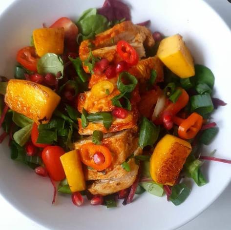 Grilled chicken salad with glazed mango