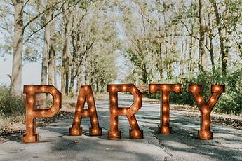 Svietiací nápis PARTY