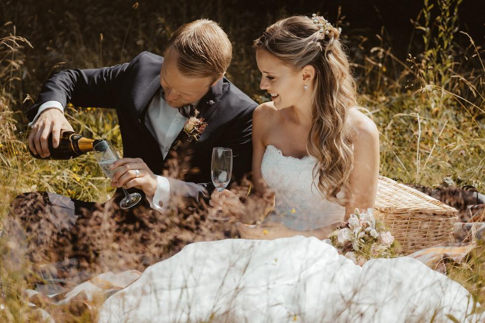 Das Brautpaar und die Wiese