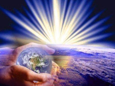 A Bela Esfera Azul Brilhante Sendo Inundada pela Frequência da Luz Cristica