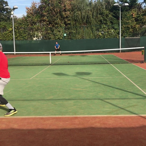 Darren and Guy working on singles Patterns on the forehand side. Game situation is both back and the tactical intention is building.