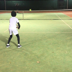 Sean practicing forehand croos court. One of the most basic and common exercices to improve the safest and most used shot in Tennis tactically speaking