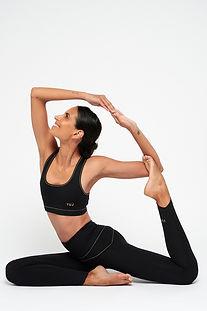 Yuj-tenue classique posture.jpg