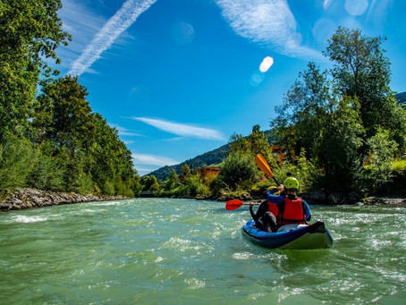 Paddeln umgeben von Bergen:                 Flusswandern auf der Enns