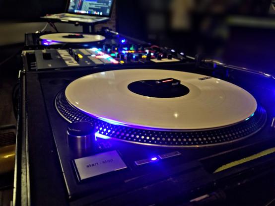 A DJ ON TURNTABLES