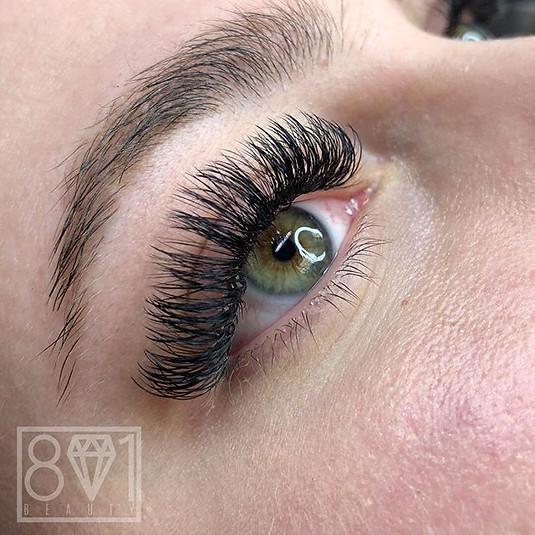 801 Beauty / Flattering Volume Lashes