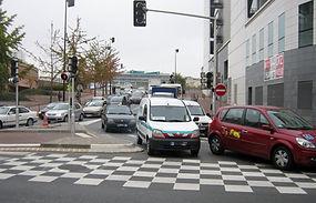 Régulation du trafic grâce à un carrefour à feux en zone urbaine dense