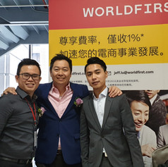 Photo with World First 和World First合照