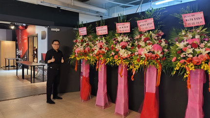 Master Trainer Andy with Flower Stands from Students in his Masterclass