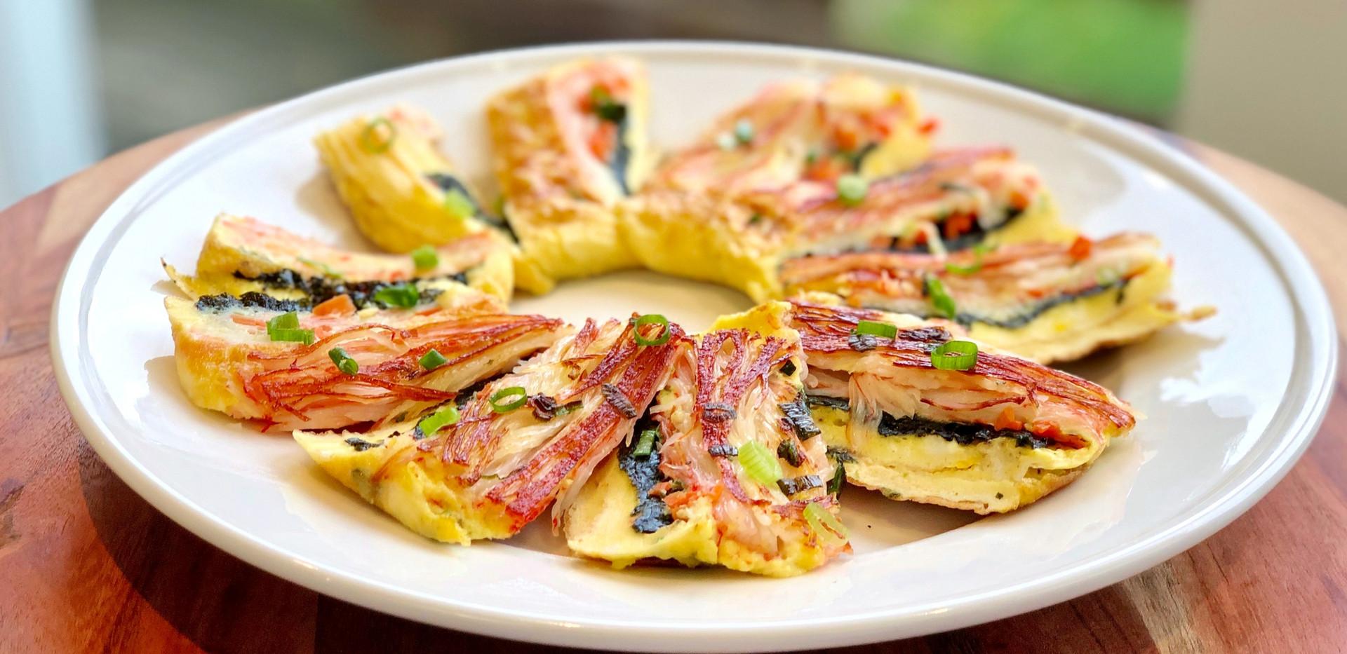 Korean Egg Roll Omelette w/ Crab Meat 🦀Recipe & Mukbang: Gyeran Mari 계란말이 (Banchan/Side Dish)