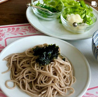 Cold MaeMil (Soba) Noodles w/ Soy Sauce Dipping Sauce (냉메밀소바와 소스)