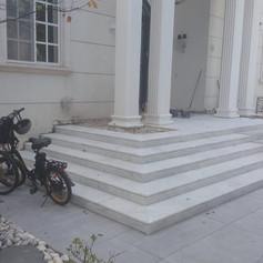 מולה לבן מדרגות עם פס ניתוק
