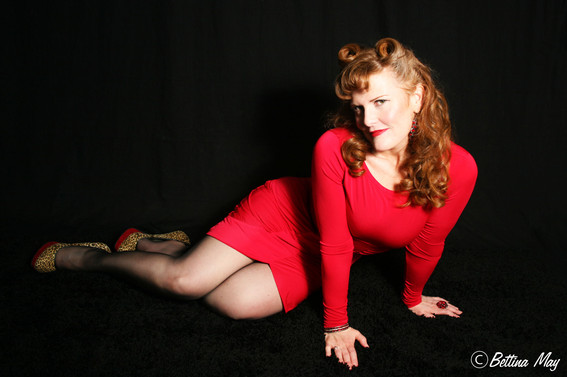 The lovely Shay in her first Pin-Up Class with Bettina May!  Yowza!