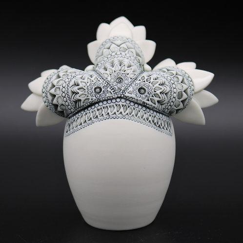 """Sculpture """"IDUN"""" Collection """"Déesse"""" Porcelaine"""